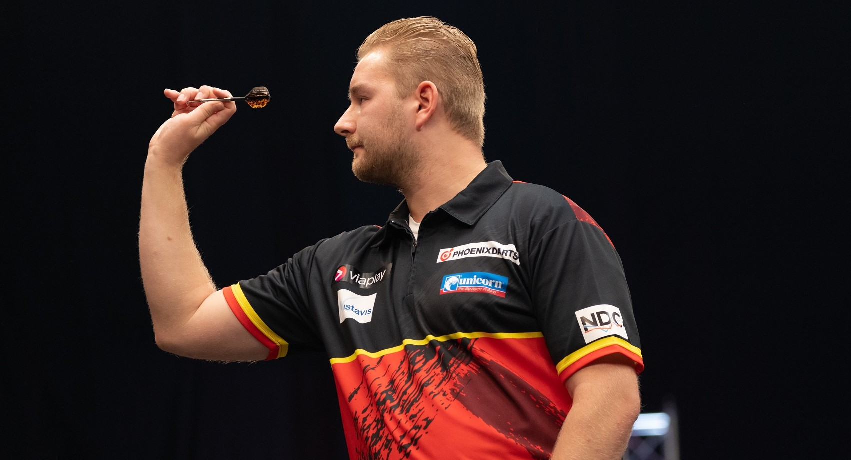 Van den Bergh produces stunning comeback to deny Lewis and double 2021 title tally on Day One at PDC Super Series 7